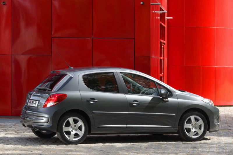 Peugeot 207 1.4 HDI 68 KM 2006 hatchback 5dr skrzynia ręczna napęd ...